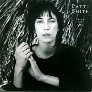 patti-smith-dream-of-life(1).jpg
